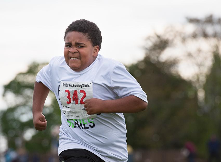 boy runs hard during race