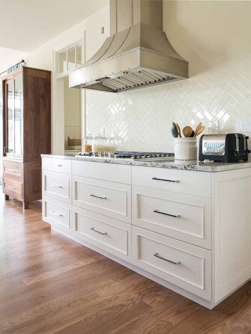 White Paint Base Cabinets for the Kitchen