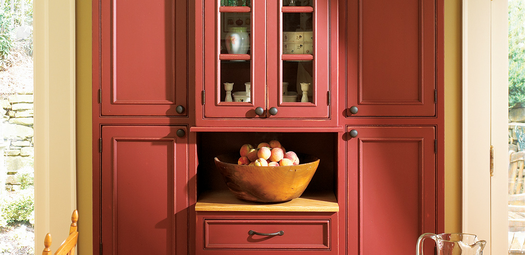 Custom Cabinets in Fashionable Farmhouse Style