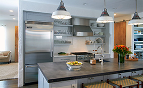 Custom Kitchen Cabinets with a Modern Flair