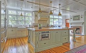 Traditional Kitchen Cabinetry That Aims to Please