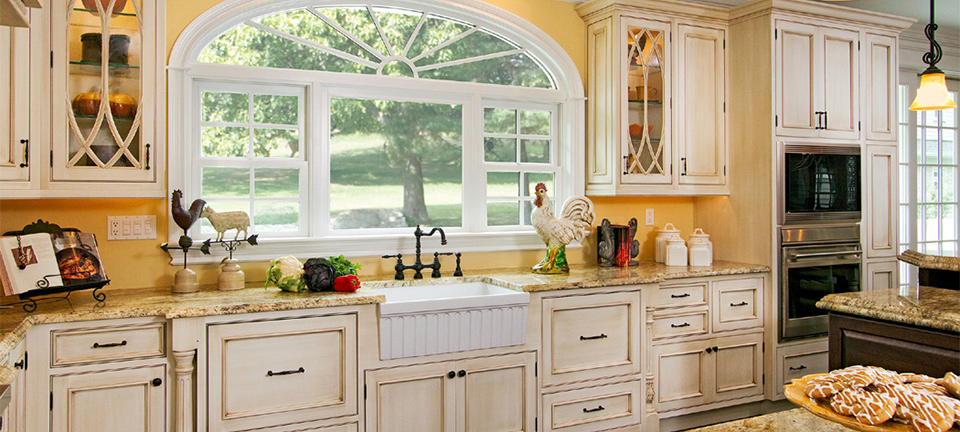Bright and Cheery Cottage Kitchen