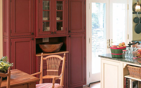 Custom Kitchen Cabinets in Fashionable Farmhouse Style